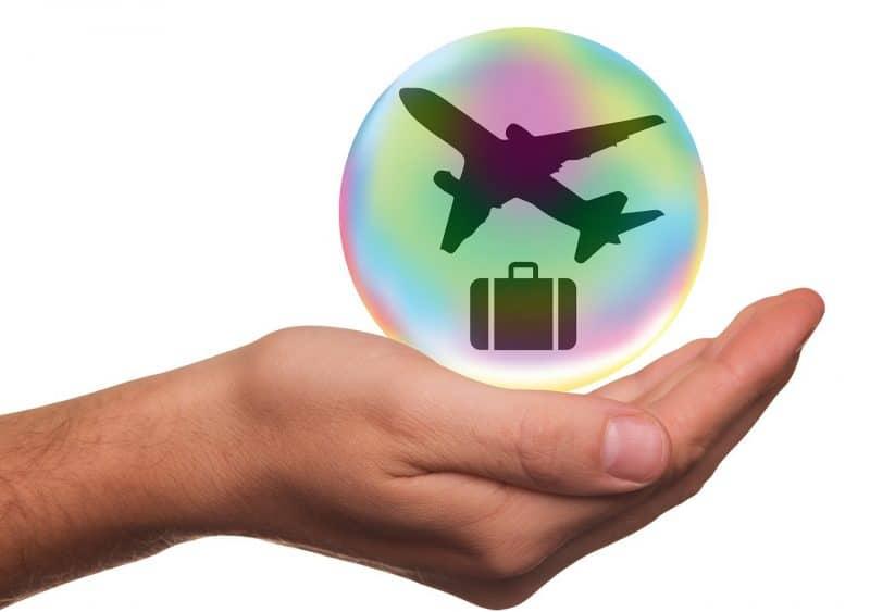 מטוס ומזוודה
